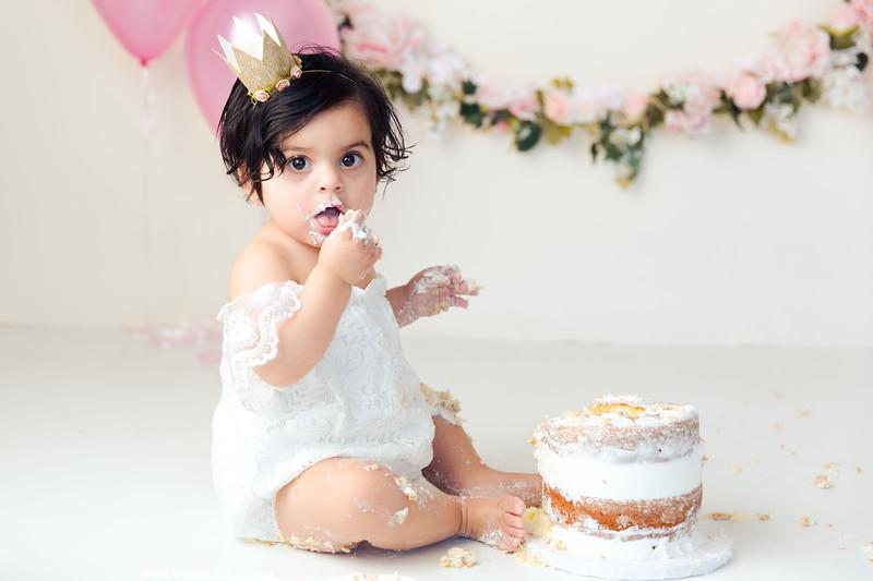 Maya Cake Smash-36.jpg