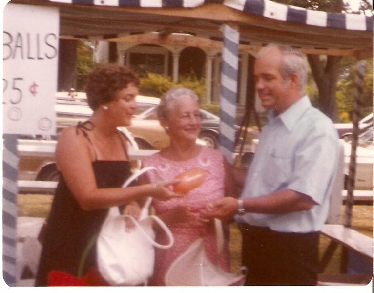 12-1979, Joy, Lil & Art, Falmouth Fete.jpg
