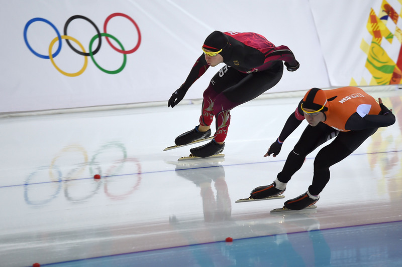 . Germany\'s Nico Ihle (L) and Netherlands\' Stefan Groothuis compete in the Men\'s Speed Skating 1000 m at the Adler Arena during the Sochi Winter Olympics on February 12, 2014. (DAMIEN MEYER/AFP/Getty Images)