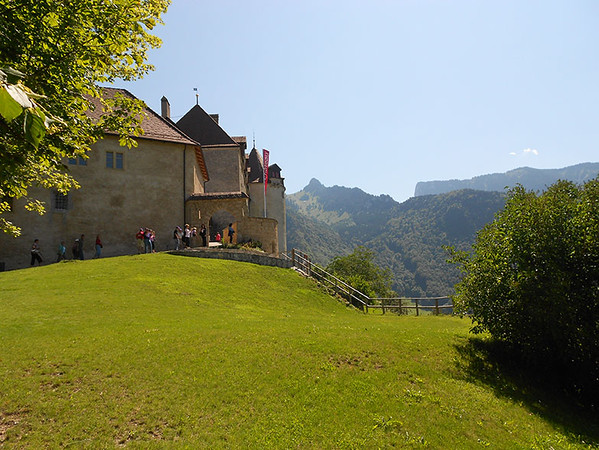 Castle-of-Gruyeres.jpg