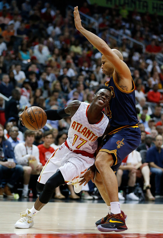 . Atlanta Hawks guard Dennis Schroder (17) drives against Cleveland Cavaliers forward Richard Jefferson (24) in the first half of Game 4 of the second-round NBA basketball playoff series, Sunday, May 8, 2016, in Atlanta. (AP Photo/John Bazemore)