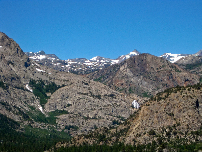 First view on Horse Tail Fall and Rush Creek, on the left slopes of the Carson Peak
