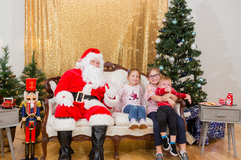 FADS Picture with Santa-240.jpg