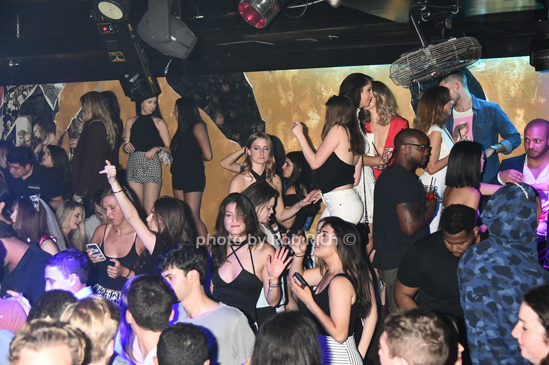 The dance floor was filled at AM niteclub in Southampton on May 27, 2017  photo by Rob Rich/SocietyAllure.com ©2017 robrich101@gmail.com 516-676-3939