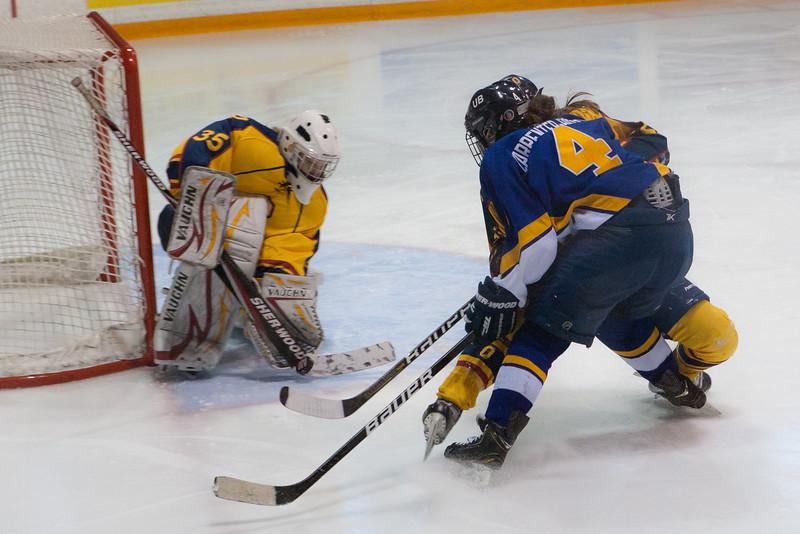 20130310 QWHockeyvsUBC 673.jpg