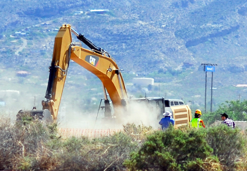 ". Crews begin digging at the old Alamogordo, N.M., landfill on Friday April 25, 2014, to search for copies of the Atari game ""E.T. The Extraterrestrial\"" purportedly buried there in the 1980s.  The game is considered among gamers to be one of the worst ever and is believed to have contributed to the demise of Atari. (AP Photo/Alamogordo Daily News, John Bear)"