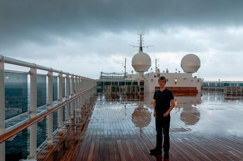 Bei einem Gewitter war Bernd mit Oskar auf Deck 13, um Blitze zu sehen.