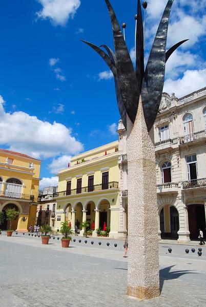 Old Habana-plaza vieja - Lou Tucciarone