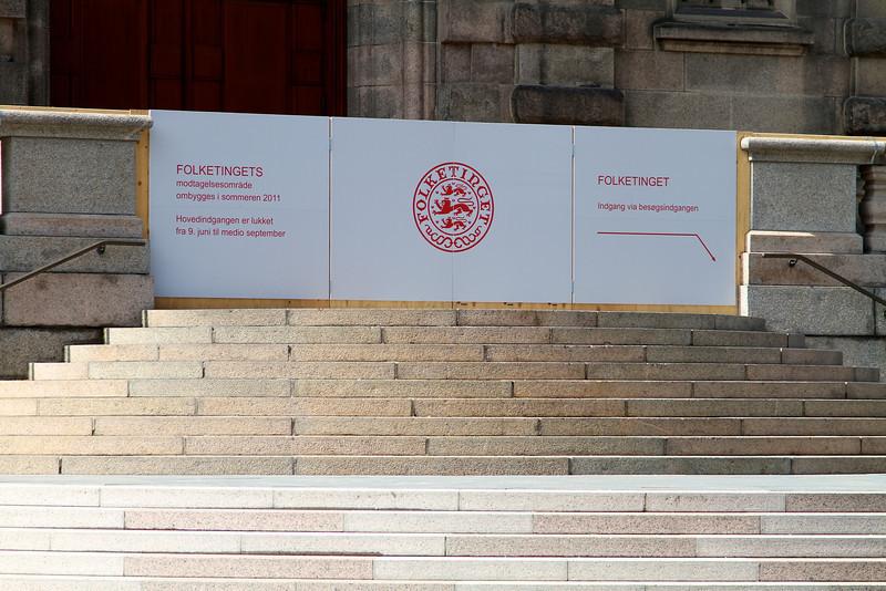 Juni 2011 Folketingets hovedindgang er lukket på grund af ombygning