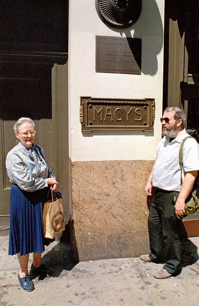 Jun-6-87-Macys-Mom-Denis-434842-0007bis.jpg