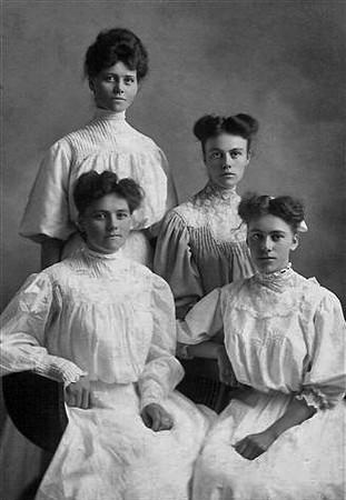 Hans Nelson Daughters Hanna Emma Laura Mina.jpg