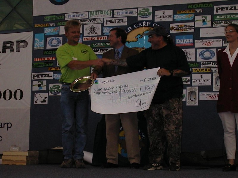 WCC00-prizegiv-Prize giving 3 - Biggest fish cheque