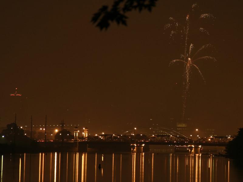 fireworks_10_07042007.jpg