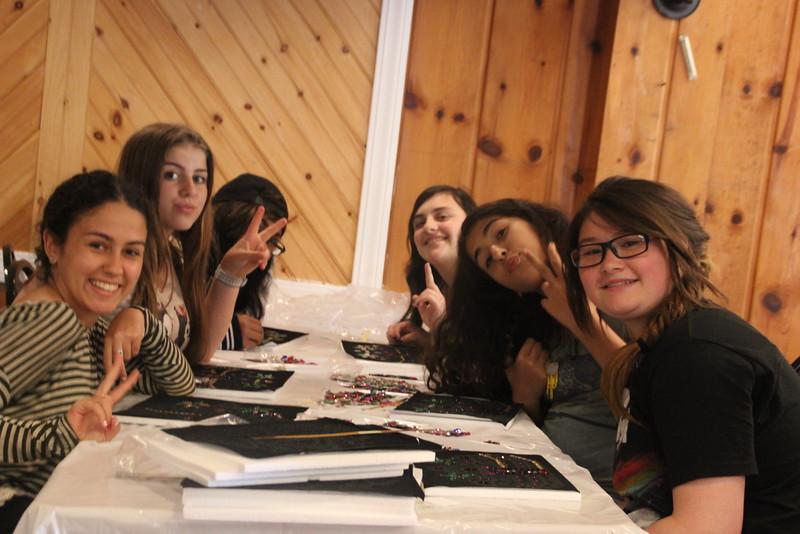 kars4kids_thezone_camp_girlsDivsion_activities_ArtN'Crafts (10).JPG