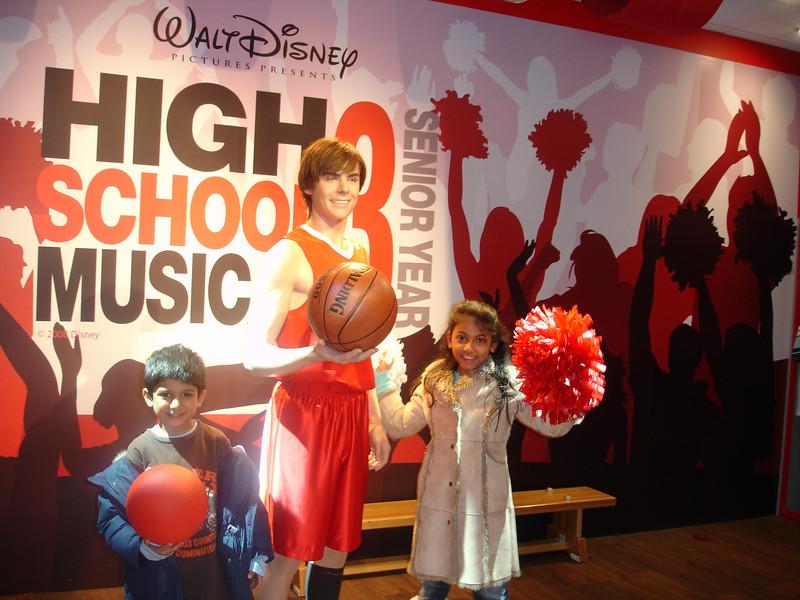 swati and kids in London 2008 155.JPG