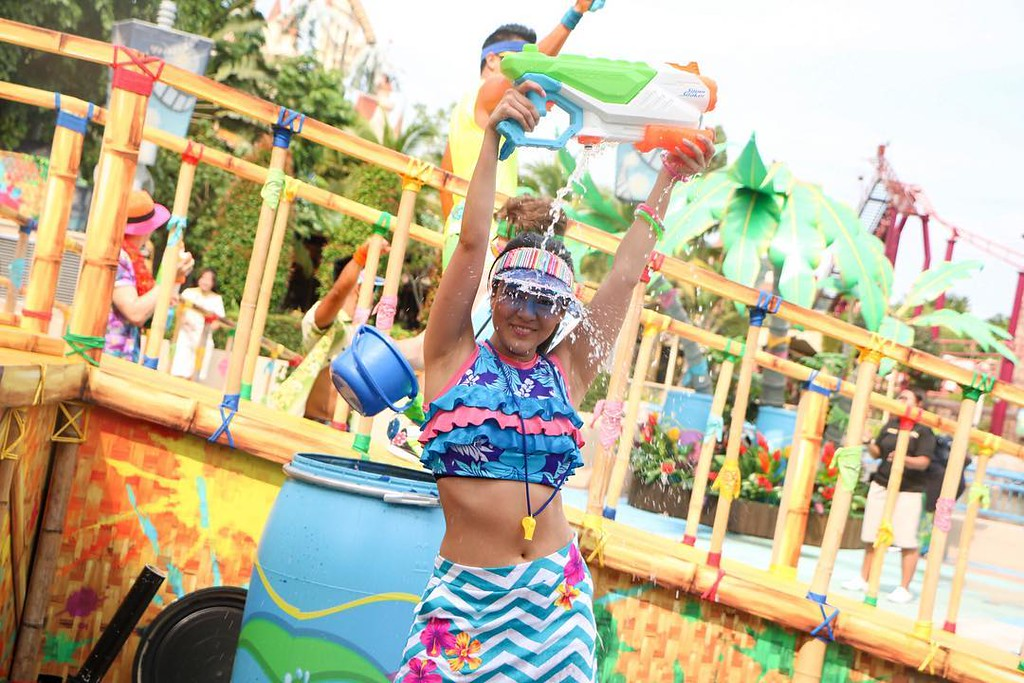 Universal Studios Singapore - Park Update May 2016 / Universal Studios Singapore Soak Out - Dancer girl blue Maddy