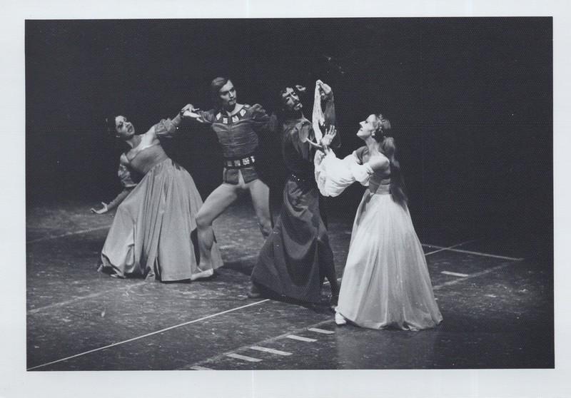 Dance_1074.jpg