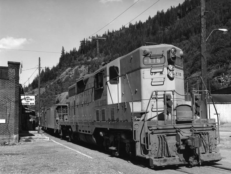 up-115_GP7_with-train_mccall-idaho_uprr-photo.jpg