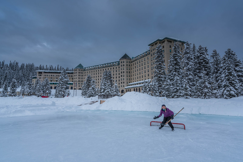 skating-on-lake-louise-10.jpg