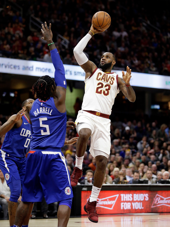 . Cleveland Cavaliers\' LeBron James (23) drives to the basket against the Los Angeles Clippers in the first half of an NBA basketball game, Friday, Nov. 17, 2017, in Cleveland. (AP Photo/Tony Dejak)