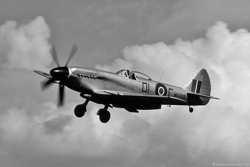 G-SPIT Spitfire Private @ Bern Switzerland 5Sep90