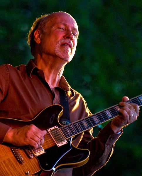 John Scofield-2010 Twin Cities Jazz Festival-Mears Park, St. Paul MN---Mus-8023
