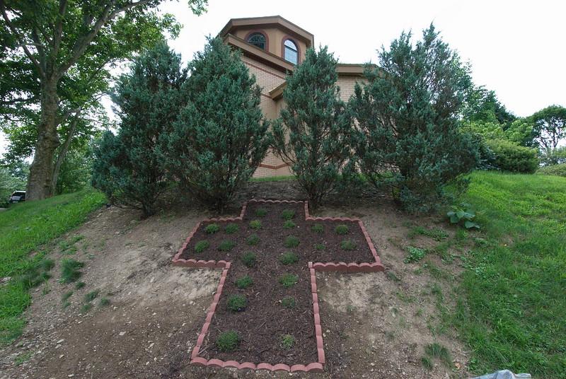 2018-06-25-Holy-Trinity-Cemetery-Landscaping_004.jpg