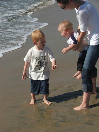 Keen Visit to California - Beach and Disneyland Nov 2008