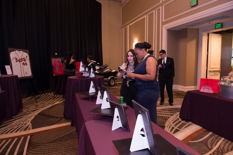 OVATION_SILENT_AUCTION - 015.jpg