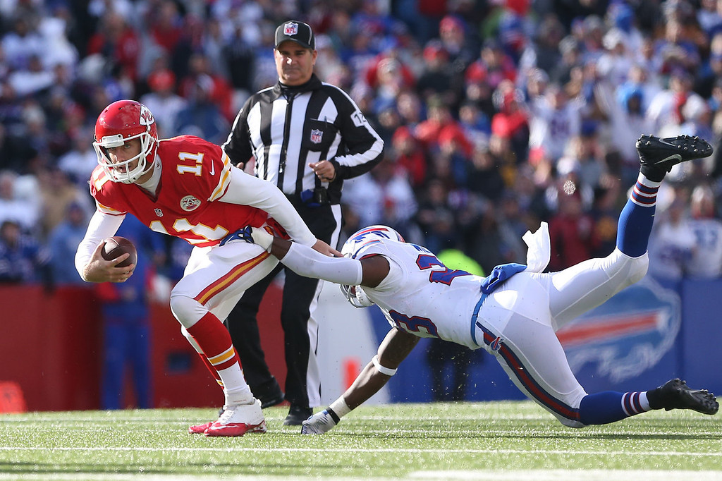 . Alex Smith #11 of the Kansas City Chiefs gets away during NFL game action from Aaron Williams #23 of the Buffalo Bills at Ralph Wilson Stadium on November 3, 2013 in Orchard Park, New York. (Photo by Tom Szczerbowski/Getty Images)