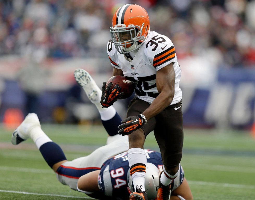 . Cleveland Browns running back Fozzy Whittaker (35) runs from New England Patriots defensive tackle Chris Jones (94) in the second quarter of an NFL football game on Sunday, Dec. 8, 2013, in Foxborough, Mass. (AP Photo/Steven Senne)