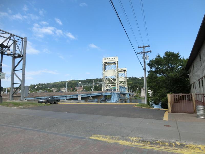 Bron mellan Houghton och Hancock