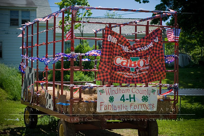Suzanne explained to me that the kids had decorated this float for the 4-H parade the week prior. Due to bad weather, the parade was postponed.