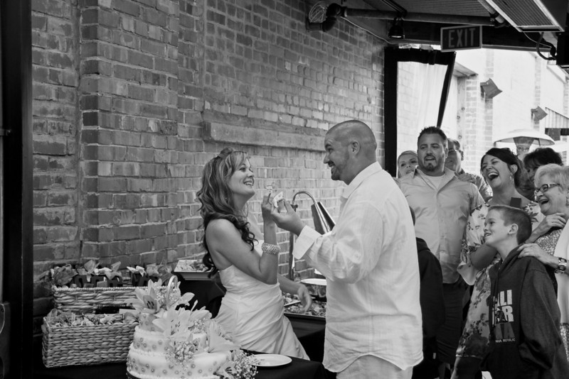 sacramento-candid-phototographer-wedding-cake.jpg