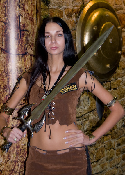 Age of Conan girl on Igromir 2008