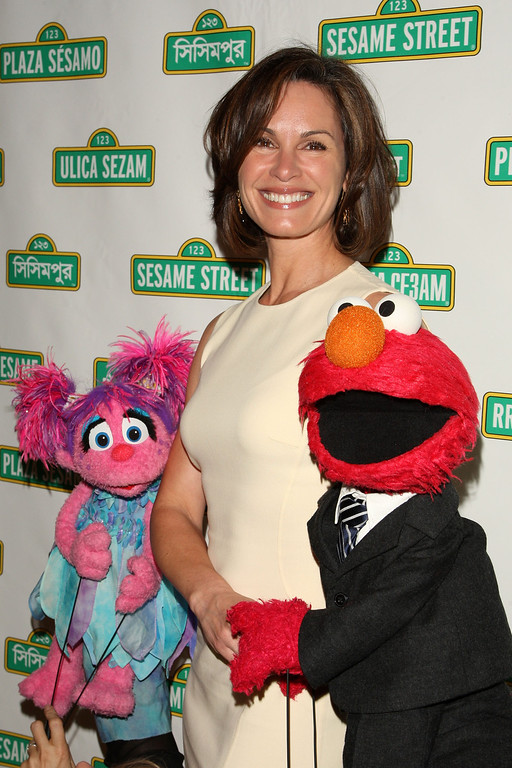 . NEW YORK - MAY 27: Elizabeth Vargas poses with Sesame Street Muppets at the 7th annual gala benefiting the Sesame Workshop at Cipriani 42nd Street on May 27, 2009 in New York City. (Photo by Bryan Bedder/Getty Images)