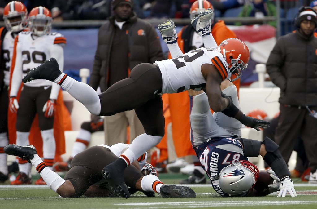 . <p><b> Patriots at Dolphins (+2½):</b> <p>New England tight end Rob Gronkowski will miss the rest of the season after tearing two knee ligaments in Sunday�s victory over Cleveland. Despite the devastating diagnosis, Gronk is expected to be back in the Patriots� lineup about 30 years before Aaron Hernandez will be. <p>Pick: <b>Dolphins by 7</b> <p>     (AP Photo/Elise Amendola)