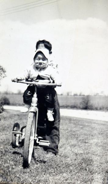George 10 months old 6-1951.JPG