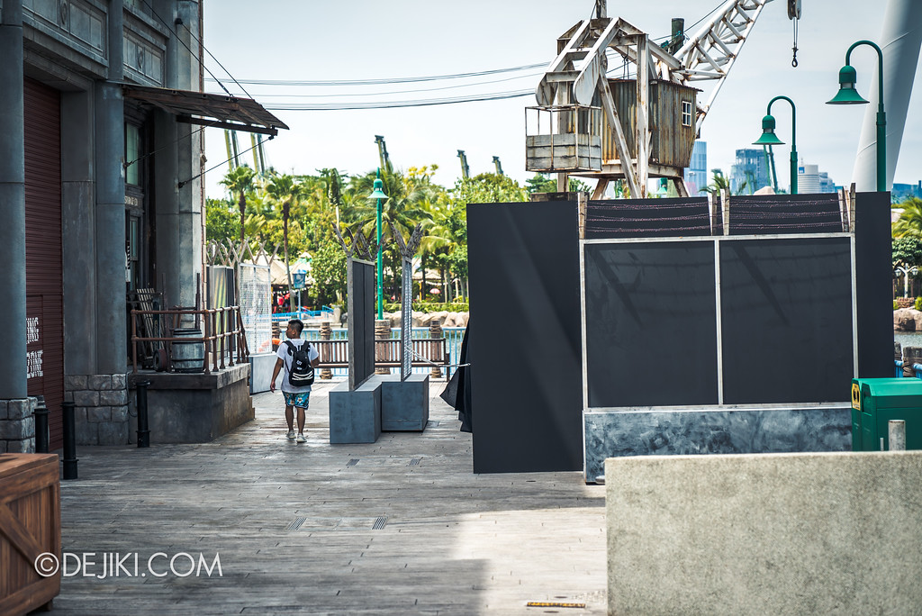 Halloween Horror Nights 7 Before Dark 1 / Zombie Laser Tag Harbour scale
