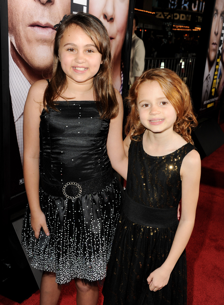 Description of . Actors Mary Charles Jones (L) and Maggie Elizabeth Jones arrive at the premiere of Universal Pictures'