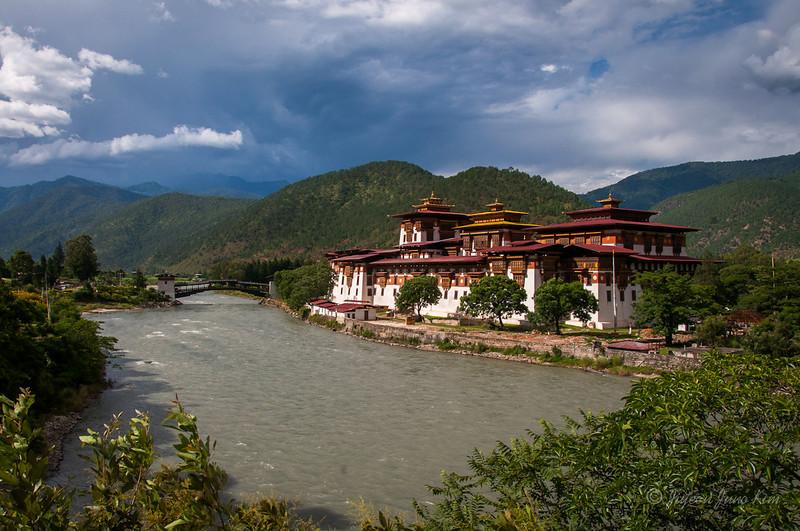 Bhutan-Punakha-Dzong.jpg