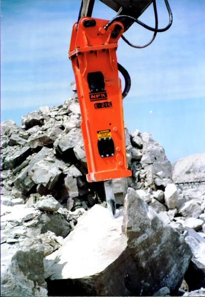NPK E216 hydraulic hammer on Cat Excavator at Marblehead 6-4-98 (4).JPG