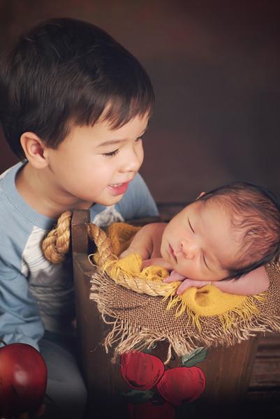 siblings-newborn-photographer_4445 Fix-2.jpg