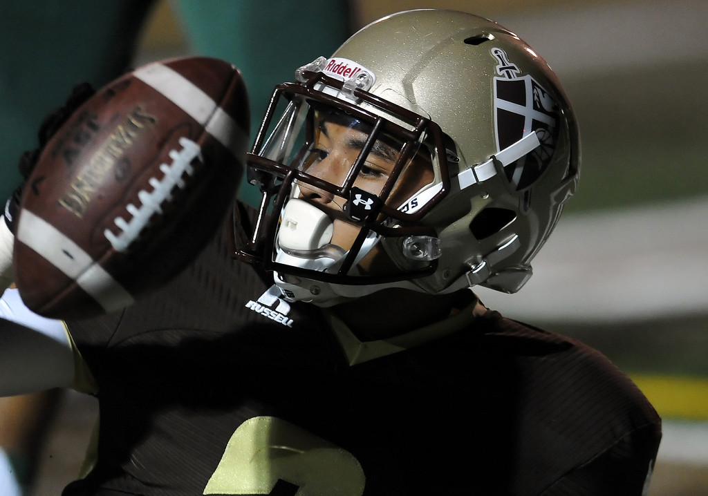 . St. Francis\' Dylan Crawford runs for a touchdown against Damien in the first half of a prep football game at St. Francis High School in La Canada, Calif., Friday, Sept. 27, 2013.   (Keith Birmingham Pasadena Star-News)