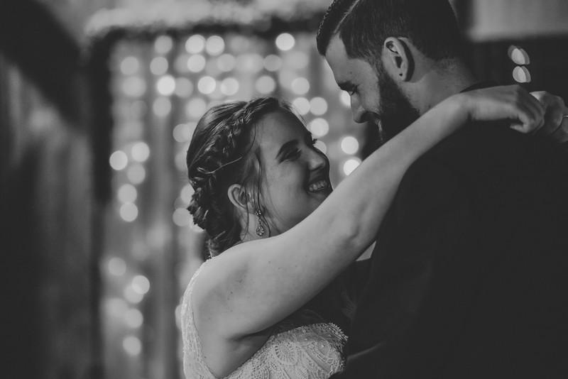 rustic_ohio__fall_barn_wedding-377.jpg