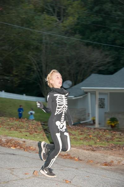 Halloween on Runnemede-7.jpg