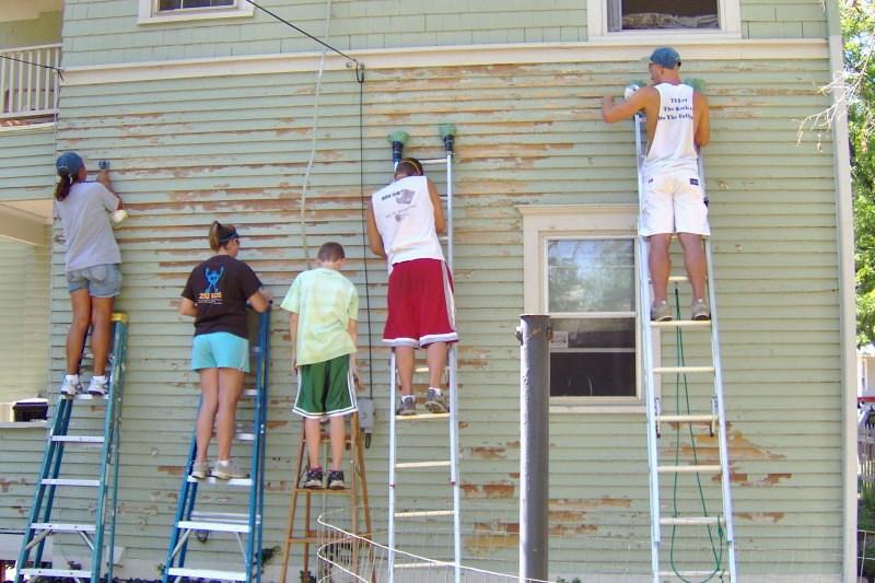 09 07-13 Scraping old paint off Karen's house. ekc