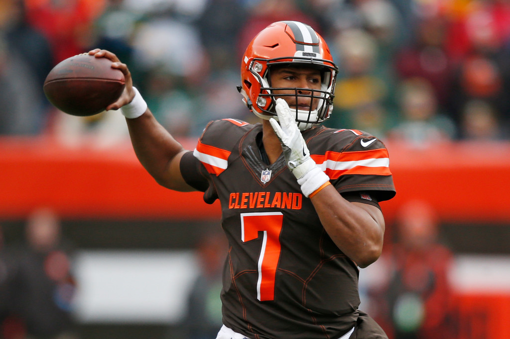 . Cleveland Browns quarterback DeShone Kizer passes against the Green Bay Packers in the first half of an NFL football game, Sunday, Dec. 10, 2017, in Cleveland. (AP Photo/Ron Schwane)