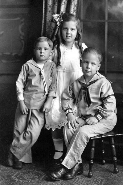 Gundlach_kids_~1918.jpg