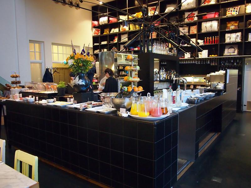 PA093628-breakfast-bar.JPG